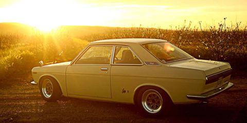 Tire, Wheel, Vehicle, Automotive design, Land vehicle, Car, Classic car, Rim, Alloy wheel, Sun,