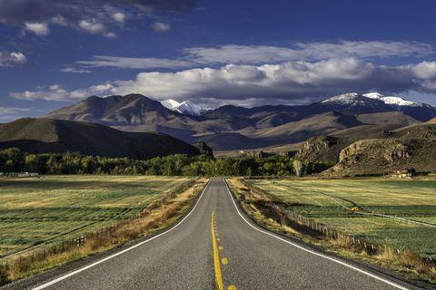 Road, Mountainous landforms, Cloud, Infrastructure, Natural landscape, Road surface, Highland, Asphalt, Mountain range, Mountain,