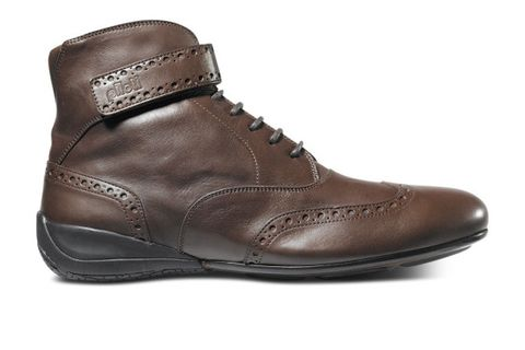 "<p><span class=""s1""><a href=""http://piloti.com/product/campione-copy/"">Piloti - Campione</a></span> - Fine leather, an elegant brogue, and no-nonsense driving soles make this a great shoe for those nights out that include a run down your favorite road, whether before, after, or during. </p>"