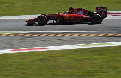 Tire, Automotive tire, Automotive design, Open-wheel car, Race track, Formula one tyres, Motorsport, Asphalt, Formula one, Car,