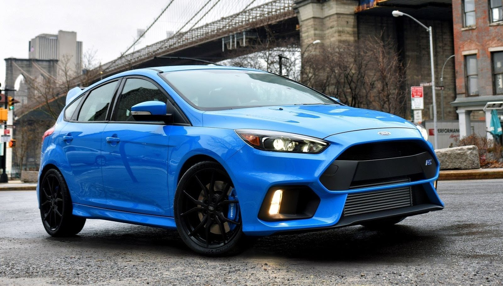 Ford's ultimate-performance Focus, the RS model, has eluded buyers here in the US for fifteen years. But for 2016, the rally-bred super hatch is no longer only for Europe. Even better news: This built-in-Germany monster with 315 hp and 325 lb-ft of torque will come only with a manual. That should keep this machine in the hands of those that appreciate its capabilities.