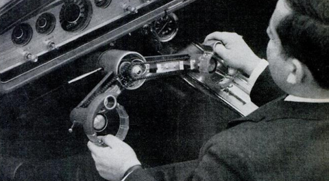 Hand, Steering part, Steering wheel, Machine, Vehicle audio, Center console, Employment, Mechanic, Driving, Gear shift,