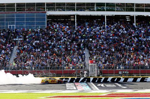 Sport venue, Competition event, Crowd, Stadium, Fan, Motorsport, Audience, Racing, Race track, Auto racing,