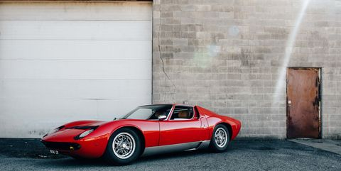 Tire, Wheel, Automotive design, Vehicle, Land vehicle, Car, Automotive parking light, Performance car, Wall, Fender,