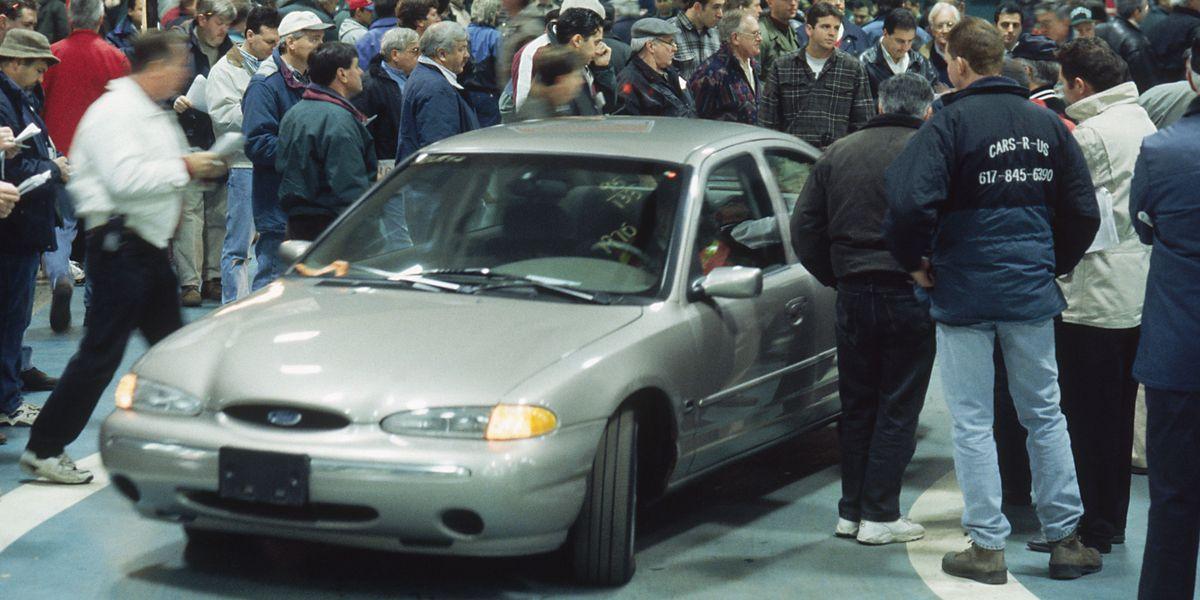 What happens at an auto auction