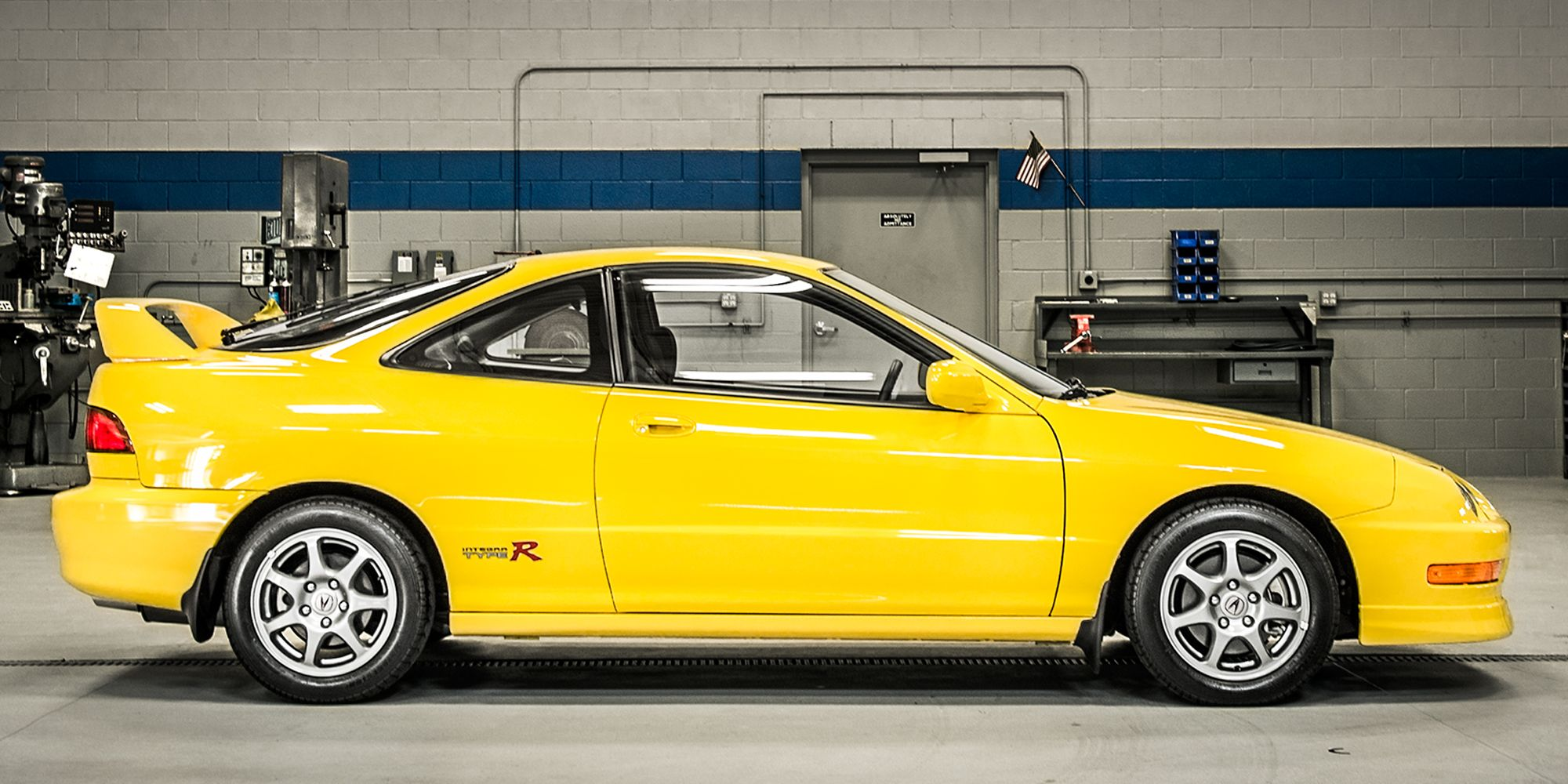 please listen to the glory of the integra type r Yellow Integra Type R