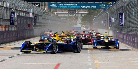 Wheel, Mode of transport, Automotive design, Automotive tire, Automotive wheel system, Motorsport, Car, Rim, Race track, Racing,