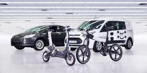 Wheel, Tire, Motor vehicle, Mode of transport, Automotive design, Vehicle, Rim, Car, Vehicle door, Automotive wheel system,