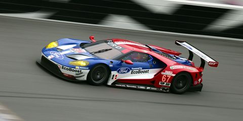 Tire, Wheel, Automotive design, Vehicle, Motorsport, Race track, Land vehicle, Sports car racing, Car, Performance car,