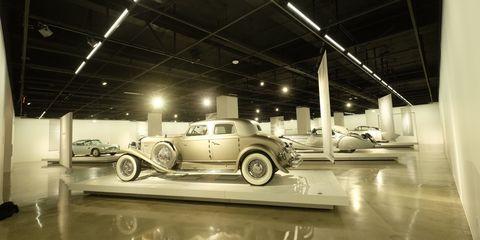 Motor vehicle, Tire, Wheel, Automotive design, Automotive tire, Vehicle, Automotive lighting, Headlamp, Automotive exterior, Automotive wheel system,