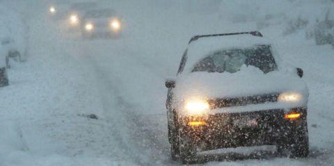 Mode of transport, Winter, Automotive exterior, Automotive design, Automotive lighting, Freezing, Car, Hood, Snow, Fender,