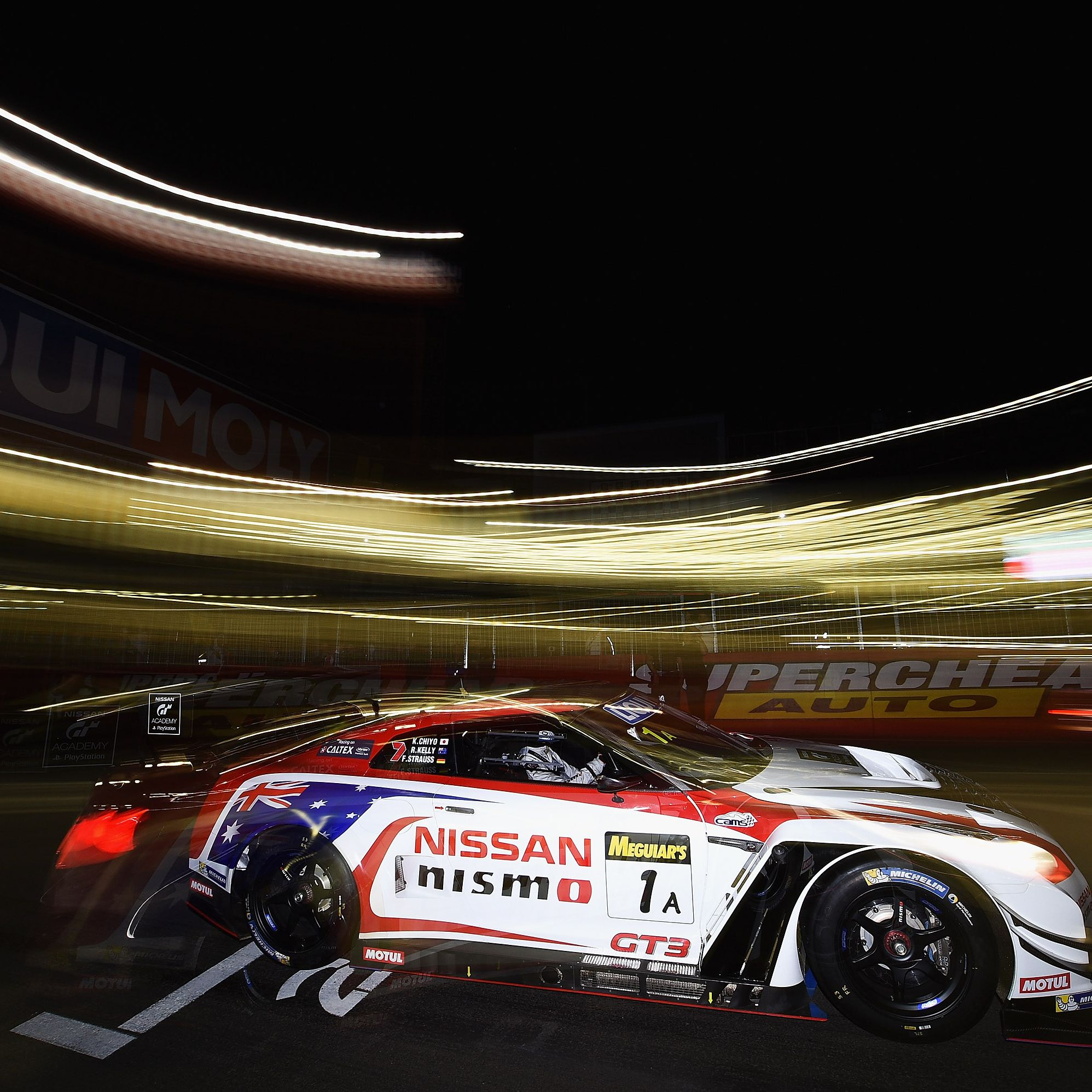 BATHURST, AUSTRALIA - FEBRUARY 07:  Shane van Gisbergen drives the Tekno Autosports Mclaren 650s at the start of the Bathurst 12 Hour Race at Mount Panorama on February 7, 2016 in Bathurst, Australia.  (Photo by Daniel Kalisz/Getty Images)