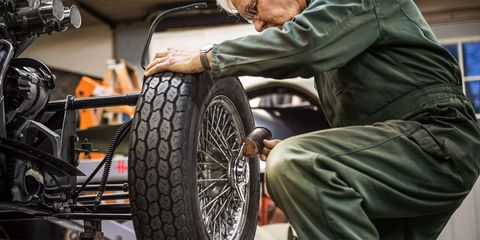 Tire, Wheel, Automotive tire, Bicycle tire, Spoke, Rim, Fender, Automotive wheel system, Tread, Auto part,