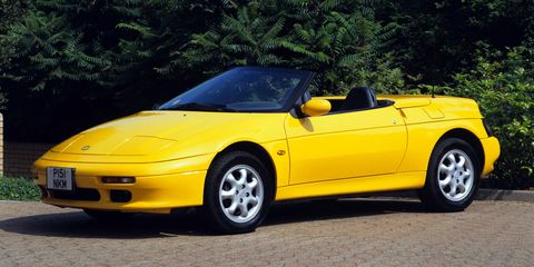 After thefront-wheel-drive Lotus Elan ceased production in 1995, Kia purchased the rights to manufacture its own version, and dubbed it the Kia Elan. Virtually zero changes were made from the switch from British to South Korean production, except for some badges, of course.