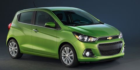 Tire, Motor vehicle, Wheel, Automotive mirror, Mode of transport, Automotive design, Daytime, Vehicle, Yellow, Green,