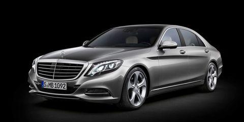 Wheel, Tire, Mode of transport, Automotive design, Vehicle, Automotive lighting, Land vehicle, Transport, Car, Headlamp,