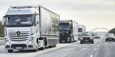 Motor vehicle, Mode of transport, Automotive mirror, Automotive design, Transport, Land vehicle, Vehicle, Truck, trailer truck, Automotive exterior,