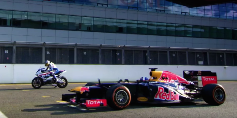 Here's How Badly an F1 Car Beats a Superbike Around a Racetrack