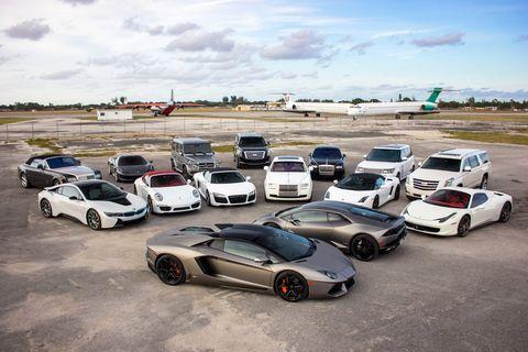 Wheel, Motor vehicle, Tire, Mode of transport, Automotive design, Vehicle, Automotive mirror, Land vehicle, Alloy wheel, Car,