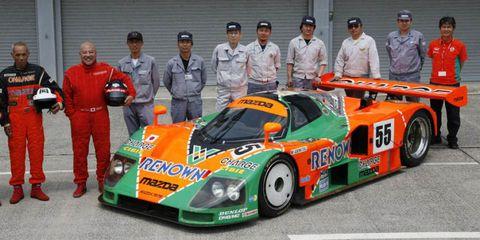 Mode of transport, Automotive design, Vehicle, Motorsport, Car, Sports car, Race car, Team, Sports prototype, Racing,