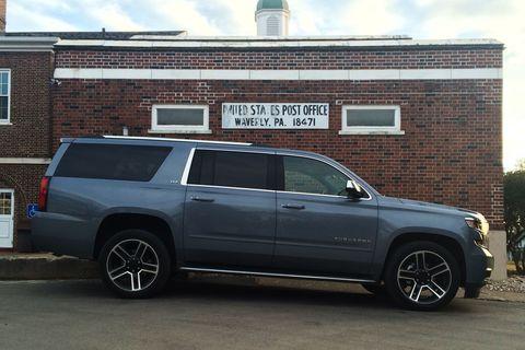 Tire, Wheel, Window, Automotive tire, Vehicle, Land vehicle, Automotive exterior, Infrastructure, Rim, Brick,