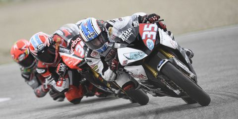 Motorcycle, Motorcycle racing, Motorcycling, Motorcycle racer, Sport venue, Competition event, Superbike racing, Track racing, Race track, Sports gear,