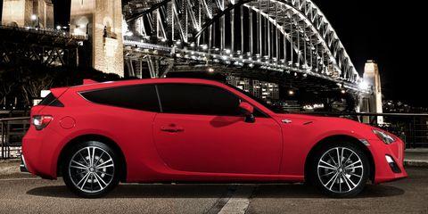 Wheel, Tire, Automotive design, Vehicle, Rim, Alloy wheel, Car, Red, Fender, Automotive tire,