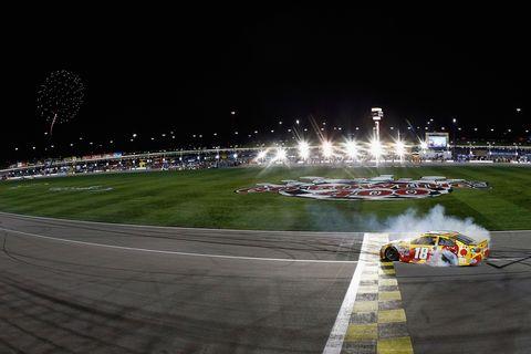 Night, Sport venue, Race track, Motorsport, Midnight, Racing, Darkness, Auto racing, Touring car racing, Stadium,