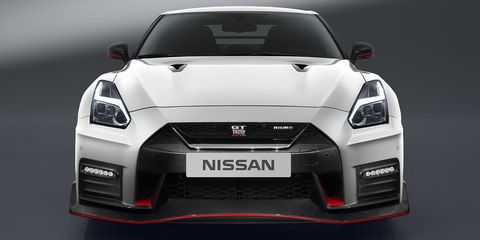 The Nissan Gt R Is An Exercise In Meticulousness Engines Are Embled