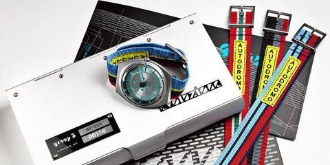 Watch, Parallel, Office supplies, Technology, Writing implement, Stationery, Wire, Measuring instrument, Cable, Brand,