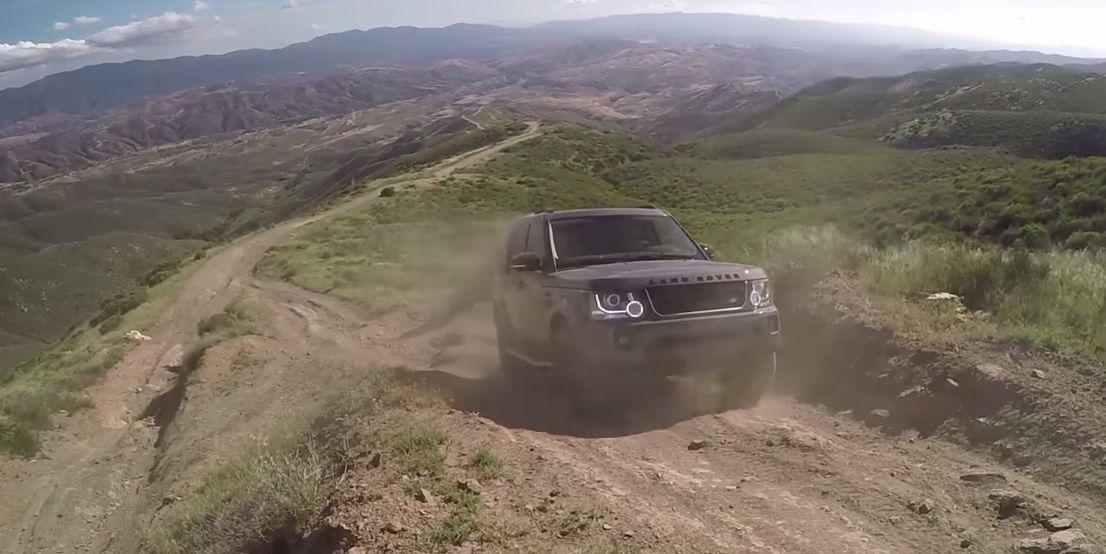 Off Roading The Lr4 Proves It S The Last Of The Old School Land Rovers