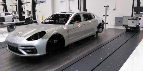 Tire, Wheel, Motor vehicle, Automotive design, Vehicle, Alloy wheel, Automotive wheel system, Rim, Land vehicle, Automotive tire,
