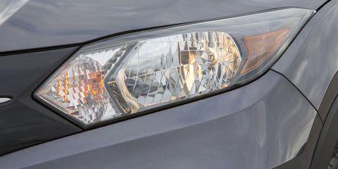 Automotive design, Daytime, Automotive lighting, Automotive exterior, Headlamp, Automotive parking light, Car, Light, Glass, Grey,