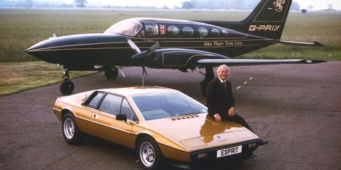 Mode of transport, Airplane, Aircraft, Vehicle, Transport, Aviation, Car, Vehicle door, Aerospace engineering, Automotive parking light,