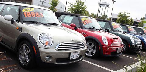 Automotive design, Vehicle, Land vehicle, Grille, Car, Hood, Vehicle registration plate, Automotive lighting, Automotive parking light, Automotive tire,
