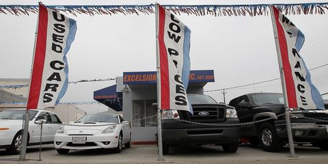 Tire, Motor vehicle, Wheel, Automotive tire, Automotive design, Vehicle, Land vehicle, Automotive parking light, Automotive wheel system, Rim,