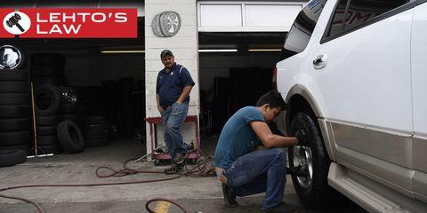 Automotive tire, Leg, Automotive wheel system, Automotive exterior, Alloy wheel, Fender, Auto part, Rim, Vehicle door, Logo,
