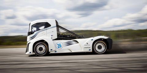 Tire, Wheel, Motor vehicle, Automotive tire, Automotive design, Vehicle, Transport, Automotive wheel system, Rim, Alloy wheel,