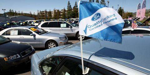 Motor vehicle, Land vehicle, Vehicle, Automotive exterior, Automotive parking light, Car, Full-size car, Logo, Mid-size car, Windshield,