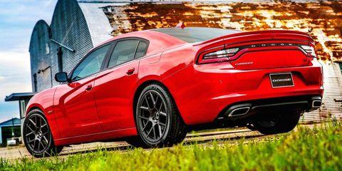 Tire, Wheel, Automotive design, Vehicle, Automotive tire, Land vehicle, Alloy wheel, Car, Rim, Red,