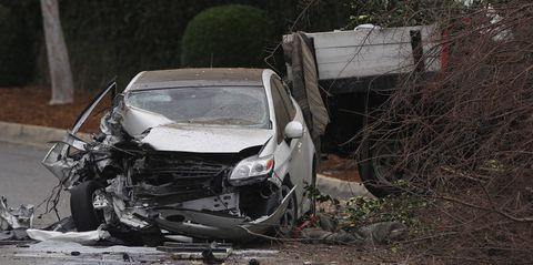 Motor vehicle, Crash, Automotive exterior, Hood, Automotive lighting, Auto part, Windshield, Vehicle door, Windscreen wiper, Bumper,