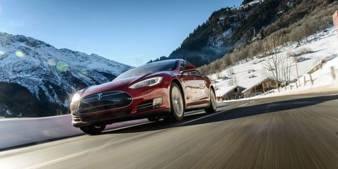 Tire, Wheel, Automotive mirror, Mode of transport, Automotive design, Vehicle, Land vehicle, Road, Mountainous landforms, Car,