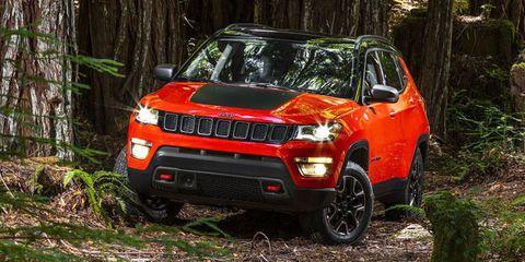 Tire, Motor vehicle, Wheel, Automotive design, Vehicle, Land vehicle, Natural environment, Automotive lighting, Hood, Headlamp,