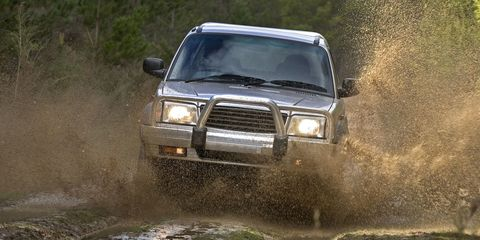 Automotive design, Automotive exterior, Vehicle, Land vehicle, Hood, Car, Headlamp, Grille, Off-roading, Automotive parking light,