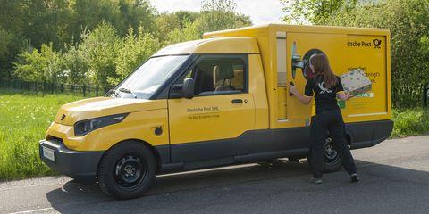 Tire, Motor vehicle, Wheel, Vehicle, Land vehicle, Transport, Automotive tire, Fender, Vehicle door, Rim,