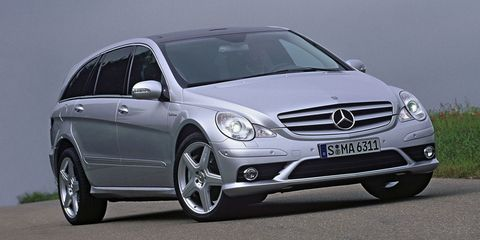 Wheel, Tire, Mode of transport, Automotive design, Automotive tire, Vehicle, Automotive mirror, Transport, Car, Hood,