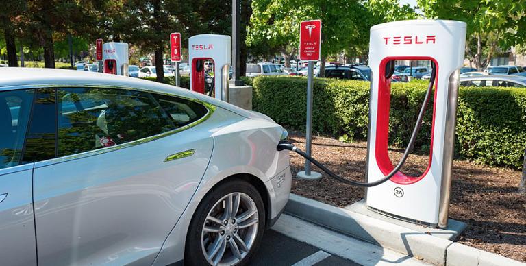 tesla supercharger no more free electric car charging at tesla stations. Black Bedroom Furniture Sets. Home Design Ideas