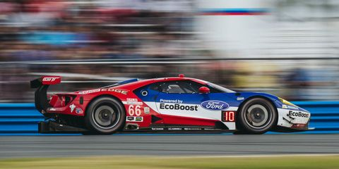 Tire, Wheel, Automotive design, Vehicle, Motorsport, Race track, Land vehicle, Sports car racing, Car, Racing,