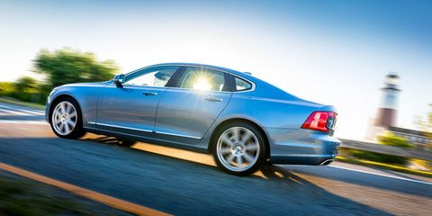 Tire, Wheel, Automotive design, Alloy wheel, Vehicle, Automotive tire, Spoke, Rim, Trunk, Automotive wheel system,