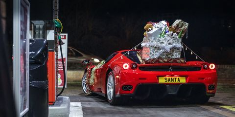 Santa Upgraded His Sleigh To A Ferrari Enzo